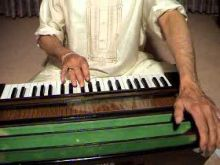 Easy To Learn Harmonium Lessons Online For Beginners