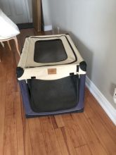 Soft sided collapsible dog crate